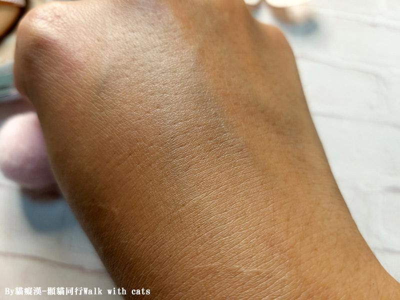 AGE20歐若拉極光煥彩爆水粉餅